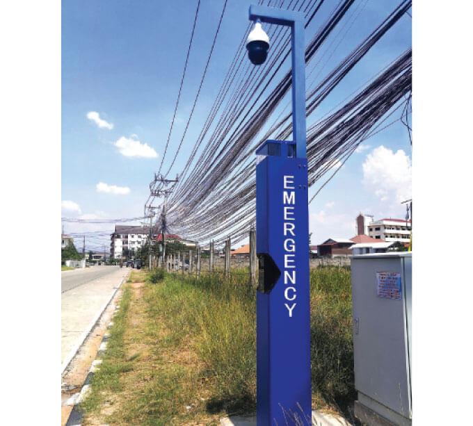 防犯カメラと一体の「Emergency Phone Pole」